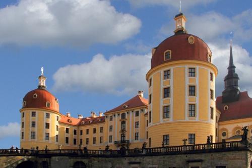Zum Schluß noch einmal ein Foto von der Hinteransicht des berühmten Schlosses.
